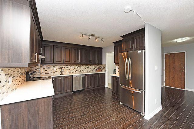 Condo Apartment at 1230 Marlborough Crt, Unit #1010, Oakville, Ontario. Image 15