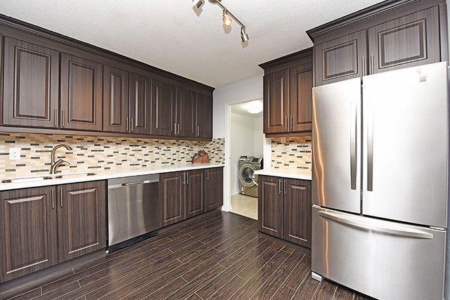 Condo Apartment at 1230 Marlborough Crt, Unit #1010, Oakville, Ontario. Image 17
