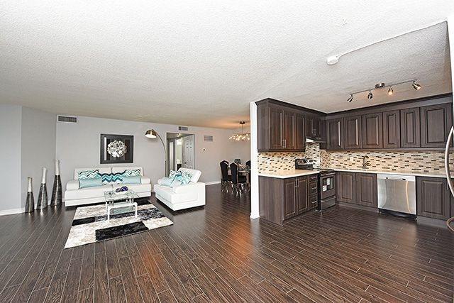 Condo Apartment at 1230 Marlborough Crt, Unit #1010, Oakville, Ontario. Image 4