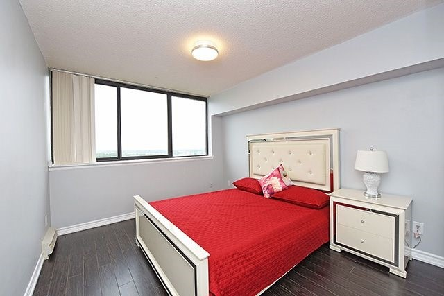Condo Apartment at 1230 Marlborough Crt, Unit #1010, Oakville, Ontario. Image 8