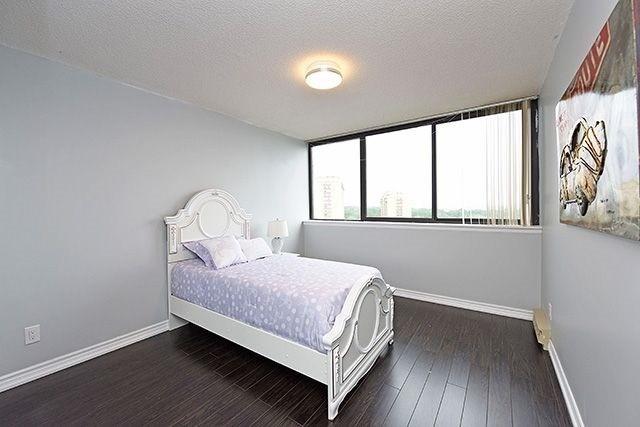 Condo Apartment at 1230 Marlborough Crt, Unit #1010, Oakville, Ontario. Image 9
