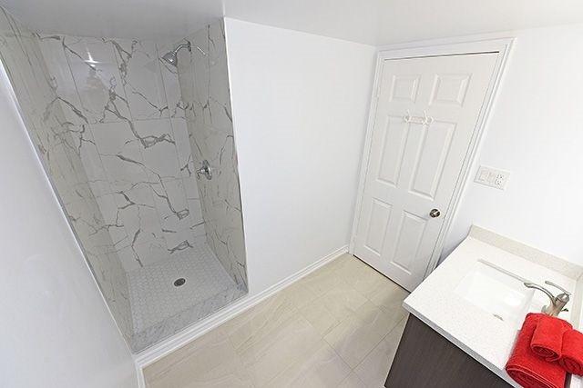Condo Apartment at 1230 Marlborough Crt, Unit #1010, Oakville, Ontario. Image 11
