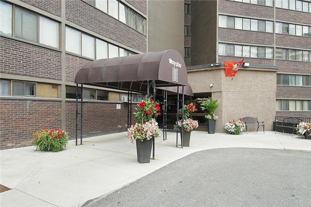 Condo Apartment at 11 Wincott Dr, Unit 105, Toronto, Ontario. Image 1