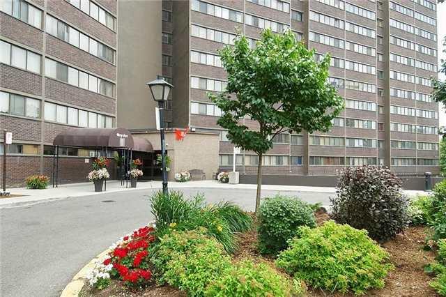 Condo Apartment at 11 Wincott Dr, Unit 105, Toronto, Ontario. Image 12