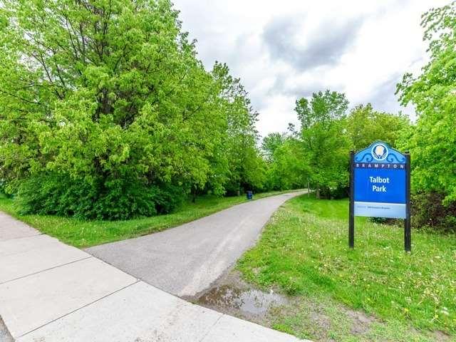 Detached at 166 Martindale Cres W, Brampton, Ontario. Image 10