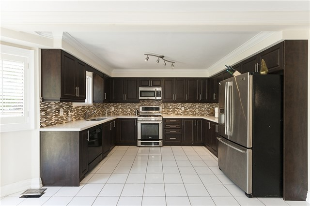 Detached at 1384 Willowvale Gdns, Mississauga, Ontario. Image 18
