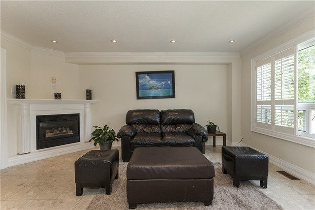 Detached at 1384 Willowvale Gdns, Mississauga, Ontario. Image 19