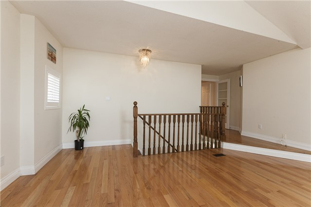 Detached at 1384 Willowvale Gdns, Mississauga, Ontario. Image 3