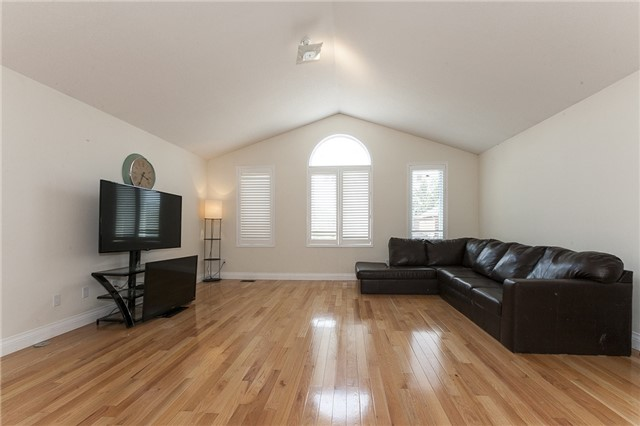 Detached at 1384 Willowvale Gdns, Mississauga, Ontario. Image 4