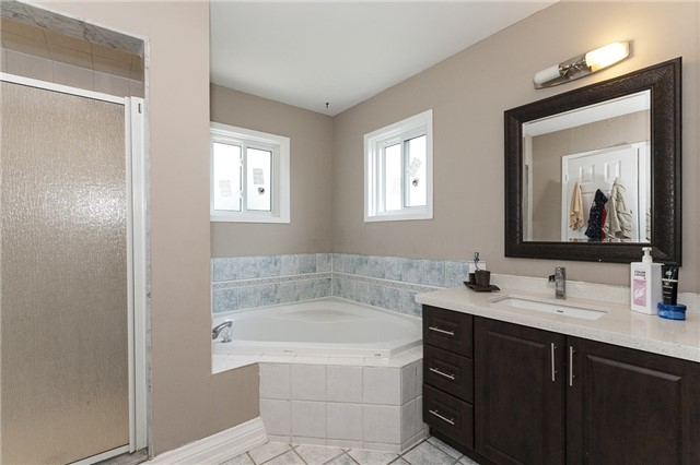 Detached at 1384 Willowvale Gdns, Mississauga, Ontario. Image 6
