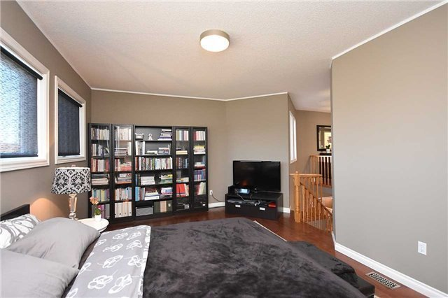 Detached at 5578 Loonlake Ave, Mississauga, Ontario. Image 4