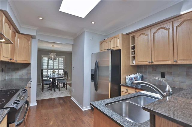 Detached at 4273 Jefton Cres, Mississauga, Ontario. Image 2