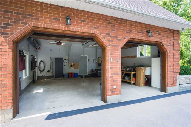 Detached at 5430 Bell School Line, Burlington, Ontario. Image 12
