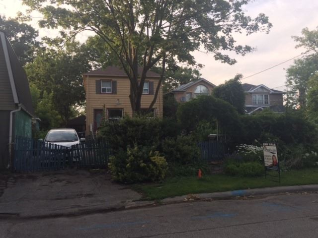 Detached at 10 Dominion Rd, Toronto, Ontario. Image 1