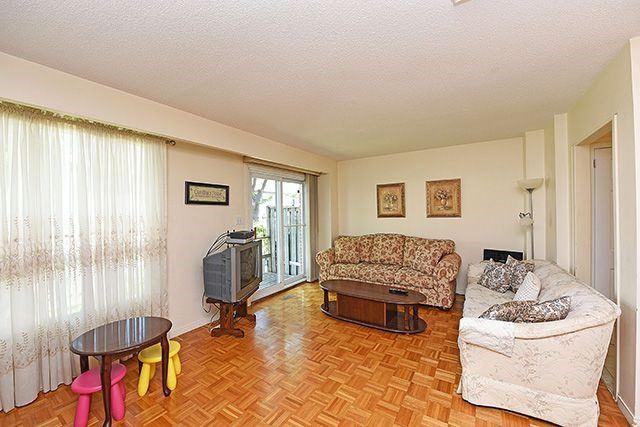 Condo Townhouse at 7560 Goreway Dr, Unit #36, Mississauga, Ontario. Image 17