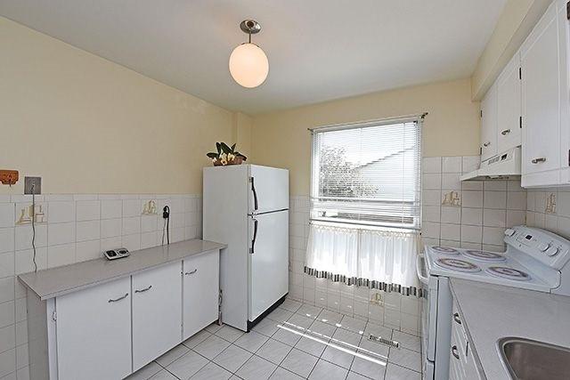 Condo Townhouse at 7560 Goreway Dr, Unit #36, Mississauga, Ontario. Image 3
