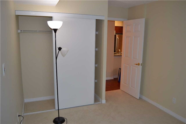 Condo Apartment at 4889 Kimbermount Ave S, Unit 1611, Mississauga, Ontario. Image 16