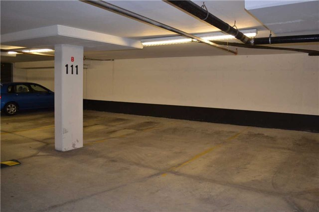Condo Apartment at 4889 Kimbermount Ave S, Unit 1611, Mississauga, Ontario. Image 4