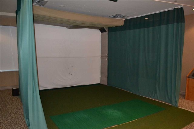 Condo Apartment at 4889 Kimbermount Ave S, Unit 1611, Mississauga, Ontario. Image 8