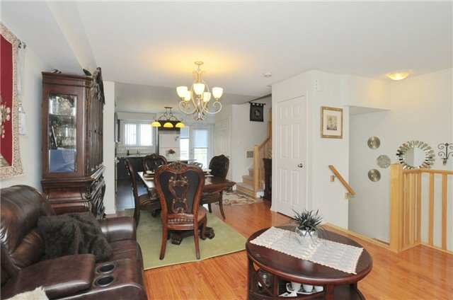 Condo Townhouse at 2895 Hazelton Pl, Unit 13, Mississauga, Ontario. Image 2