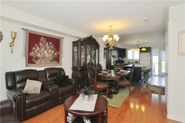 Condo Townhouse at 2895 Hazelton Pl, Unit 13, Mississauga, Ontario. Image 3