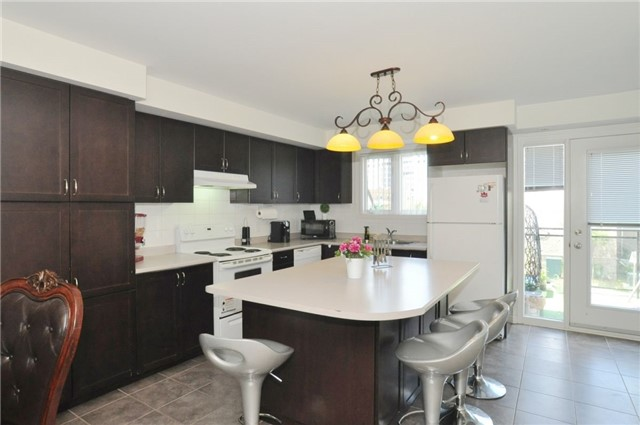 Condo Townhouse at 2895 Hazelton Pl, Unit 13, Mississauga, Ontario. Image 4