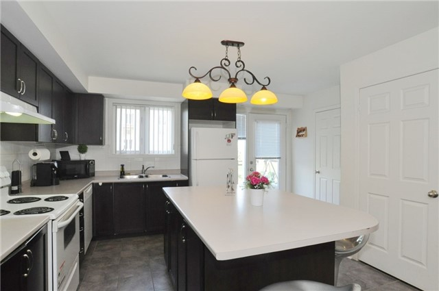 Condo Townhouse at 2895 Hazelton Pl, Unit 13, Mississauga, Ontario. Image 5