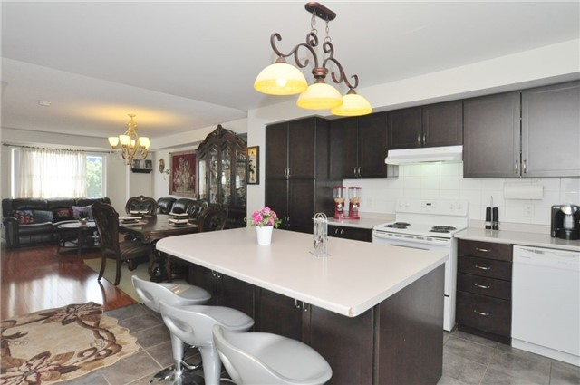 Condo Townhouse at 2895 Hazelton Pl, Unit 13, Mississauga, Ontario. Image 6