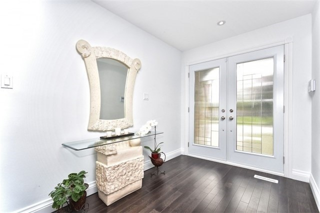 Detached at 2393 Chilsworthy Ave, Mississauga, Ontario. Image 12