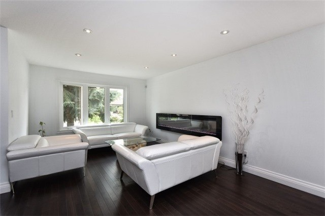 Detached at 2393 Chilsworthy Ave, Mississauga, Ontario. Image 15