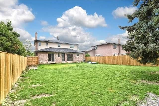 Detached at 2393 Chilsworthy Ave, Mississauga, Ontario. Image 11