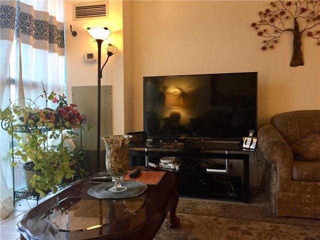 Condo Apartment at 35 Trailwood Dr, Unit 2117, Mississauga, Ontario. Image 3