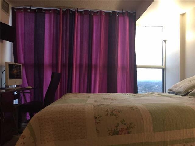 Condo Apartment at 35 Trailwood Dr, Unit 2117, Mississauga, Ontario. Image 7