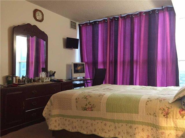 Condo Apartment at 35 Trailwood Dr, Unit 2117, Mississauga, Ontario. Image 8