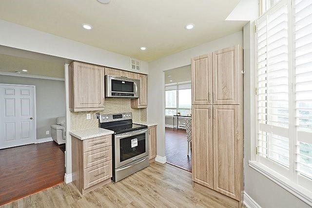 Condo Apartment at 3605 Kariya Dr, Unit Ph1, Mississauga, Ontario. Image 3