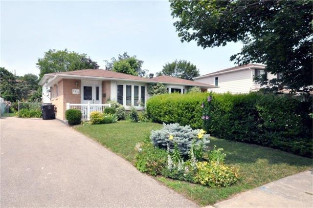 Semi-detached at 2613 Widemarr Rd, Mississauga, Ontario. Image 1