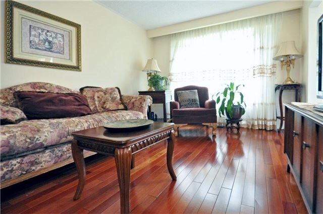 Semi-detached at 2613 Widemarr Rd, Mississauga, Ontario. Image 16
