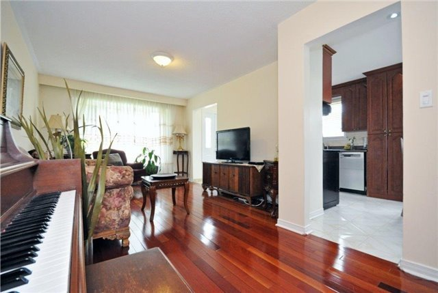 Semi-detached at 2613 Widemarr Rd, Mississauga, Ontario. Image 17
