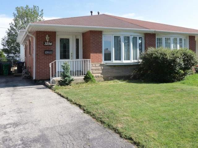 Semi-detached at 3294 Strabane Dr, Mississauga, Ontario. Image 1