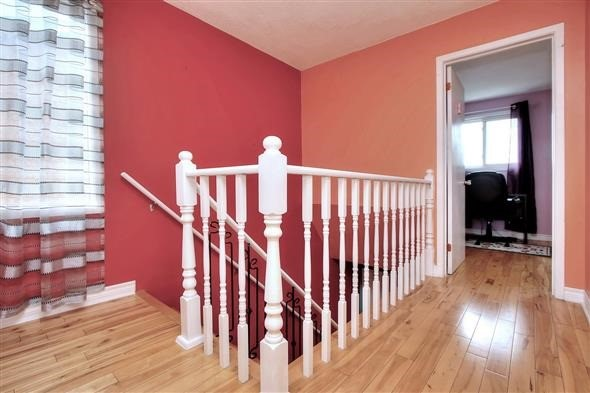Semi-detached at 4136 Clevedon Dr, Mississauga, Ontario. Image 2
