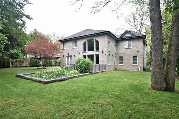 Detached at 1540 Elite Rd, Mississauga, Ontario. Image 13