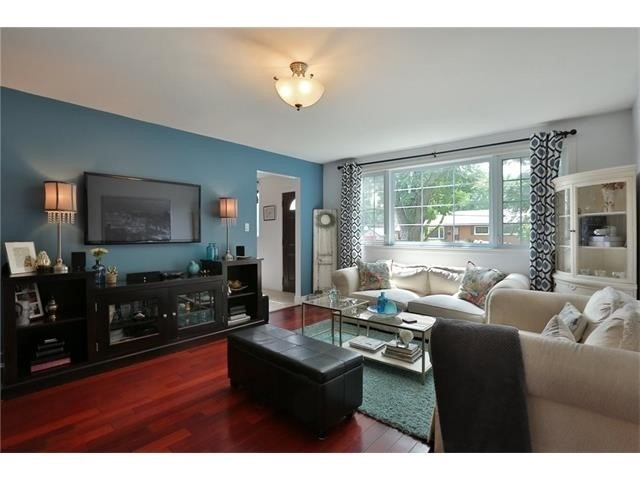 Detached at 1043 Glendor Ave, Burlington, Ontario. Image 10