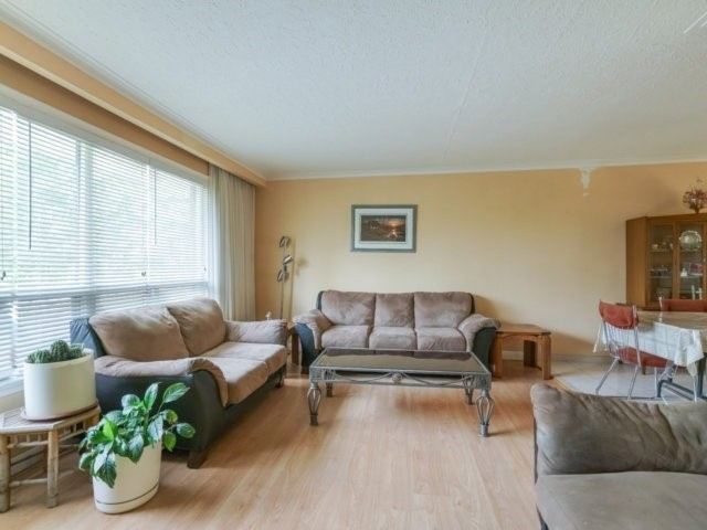 Detached at 92 Whitburn Cres, Toronto, Ontario. Image 4