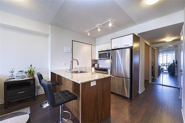 Condo Apartment at 1 Valhalla Inn Rd, Unit 1410, Toronto, Ontario. Image 7