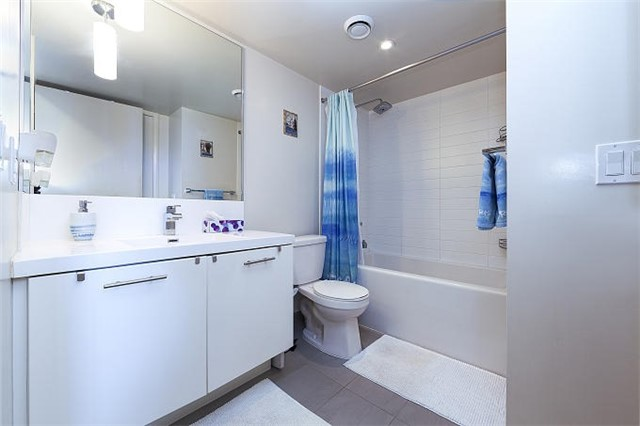 Condo Apartment at 1 Valhalla Inn Rd, Unit 1410, Toronto, Ontario. Image 10