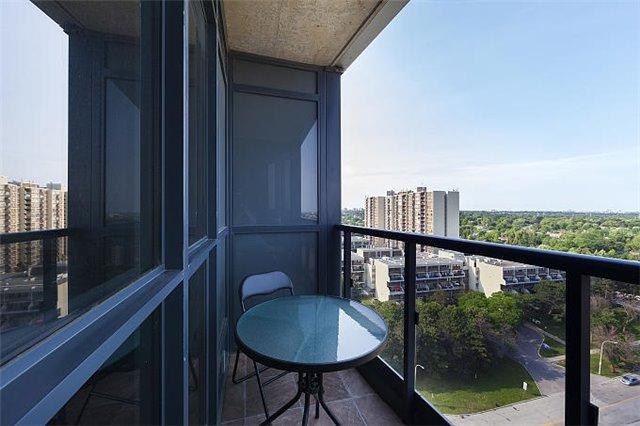 Condo Apartment at 1 Valhalla Inn Rd, Unit 1410, Toronto, Ontario. Image 12