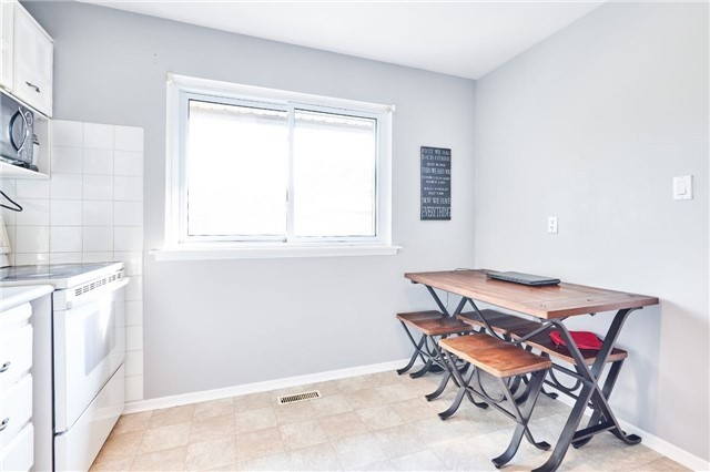 Condo Townhouse at 318 Laurier Ave, Unit 37, Milton, Ontario. Image 3