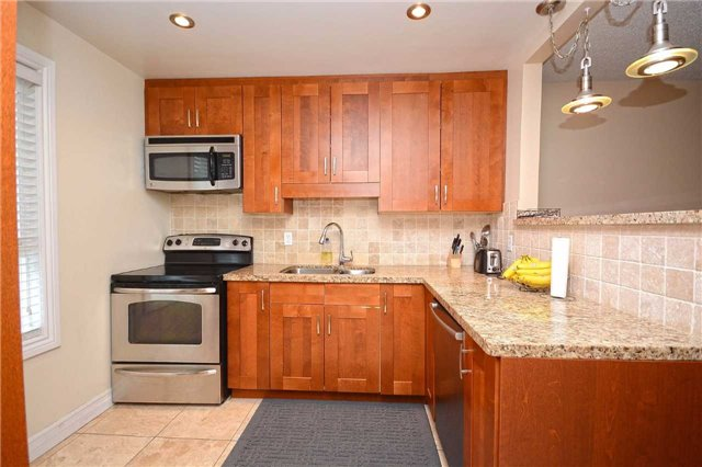 Condo Townhouse at 3175 Kirwin Ave, Unit 44, Mississauga, Ontario. Image 19