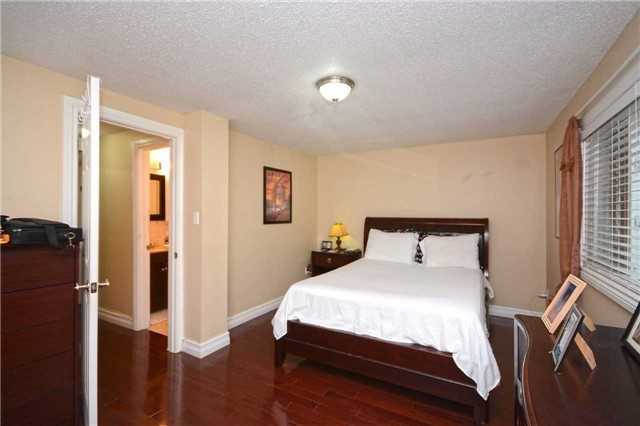 Condo Townhouse at 3175 Kirwin Ave, Unit 44, Mississauga, Ontario. Image 2