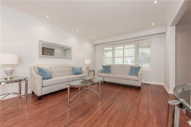 Detached at 15 Thicket Rd, Toronto, Ontario. Image 12